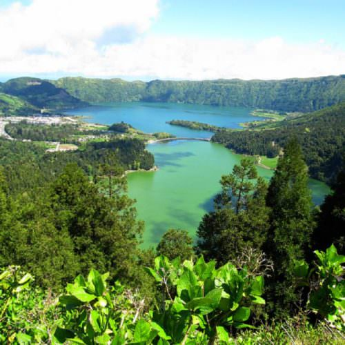 Horses on the Green Island Trail - Riding Holidays on the Azores. Sete Cidades (twin lakes).