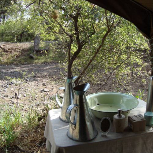 Tuli Trail mobile horseback safari holiday. Riding in Botswana. Bush camp.