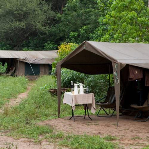 Tuli Trail mobile horseback safari holiday. Riding in Botswana. Bush camp tents.