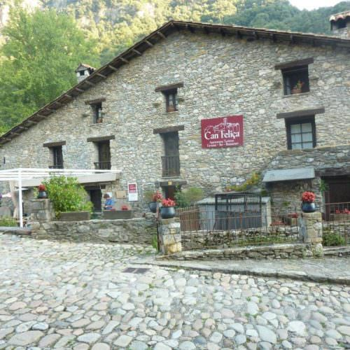 Riding holidays through the Pyrenees and coastal trails in Catalonia. Guest house