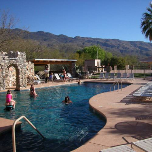 Outdoor swimming pool at Tanque Verde. Riding holidays in the US with In The Saddle