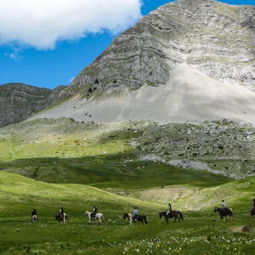 Riding across high plateaux